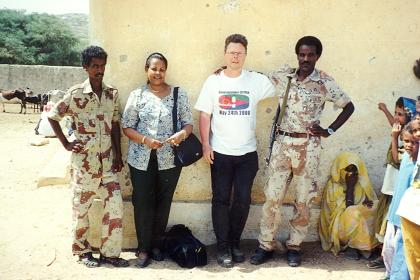 Mebrat Tzehaie, Hans van der Splinter & members of the Eritrean defence force