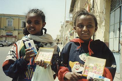 Children, selling handkerchiefs and chewing gum - Asmara Eritrea
