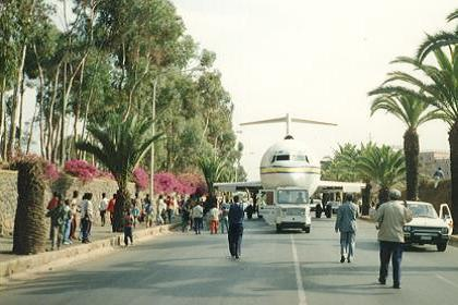 June 1999, a Boeing 727 of Aero Zambia, transported to the Asmara Expo site.